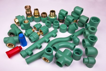 Виды фитингов для полипропиленовых труб: зажимные (цанговые, компрессионные), литые и электросварные (терморезисторные)