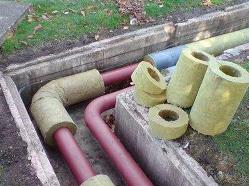 Произведя утепление труб, вы существенно снизите потери тепла инженерных систем вашего дома