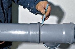 соединение чугунной трубы с пластиковой